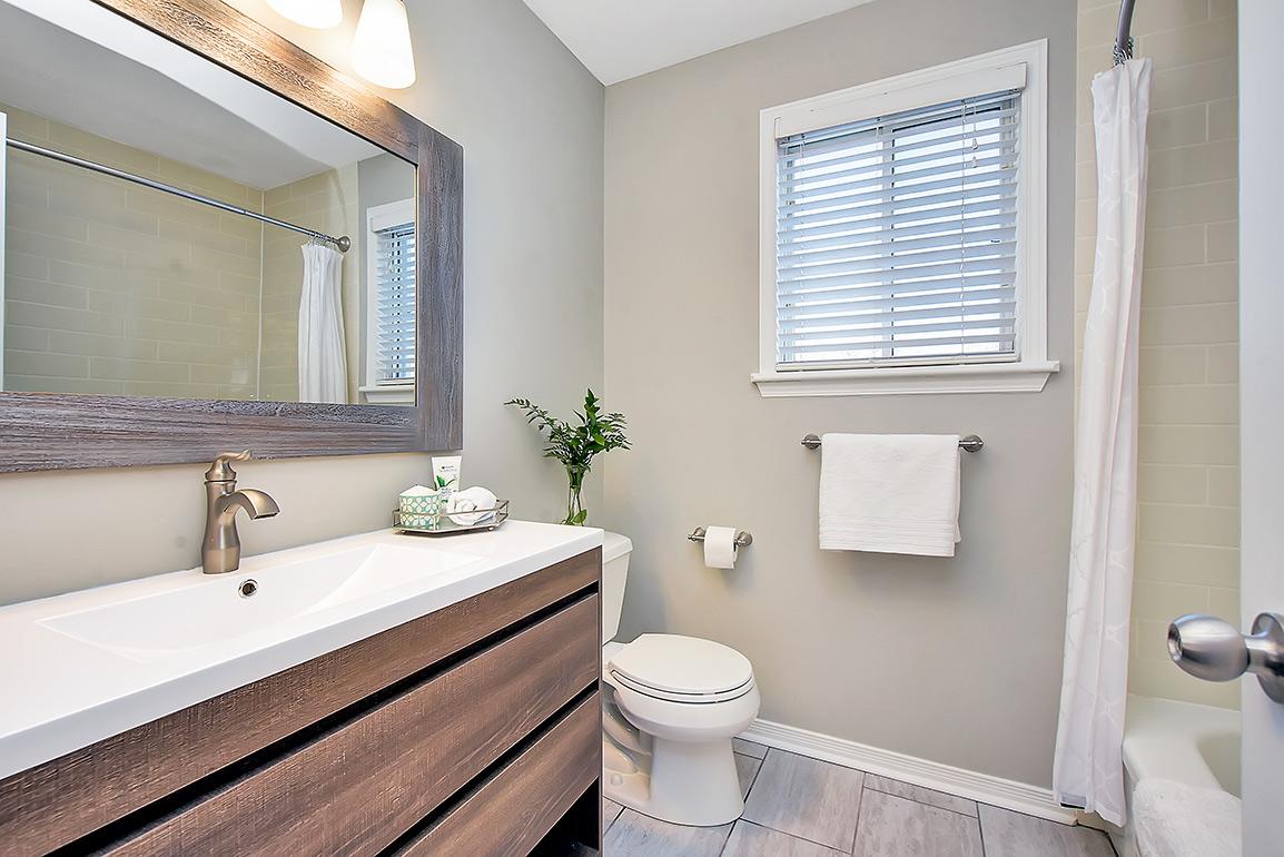 114woodgate-028bathroom2