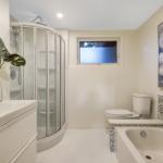 11-harrogate-027bathroom2_view1